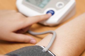 Mit kell tenni, ha a vérnyomásmérő szívritmuszavart jelez?