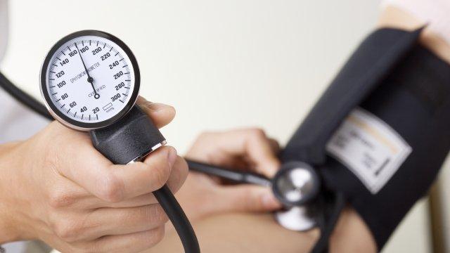 Erősen sózza az ételeit? Ellenőrizze a vérnyomását!