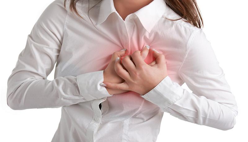szívritmuszavar tünetei, mellkasi fájdalom, szapor szívverés, mellkasi remegés